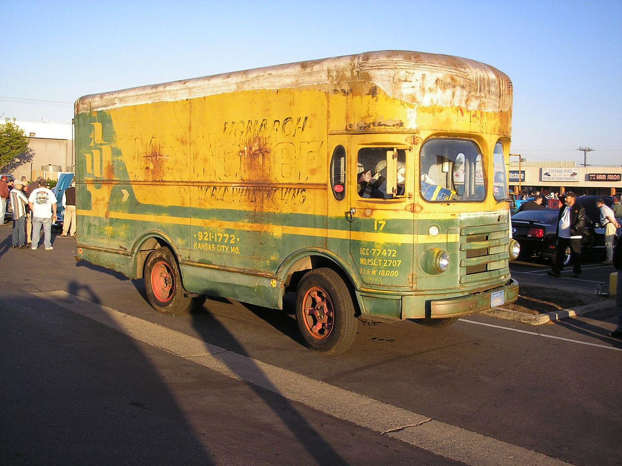 195x Monarch Moving truck - (1).jpg