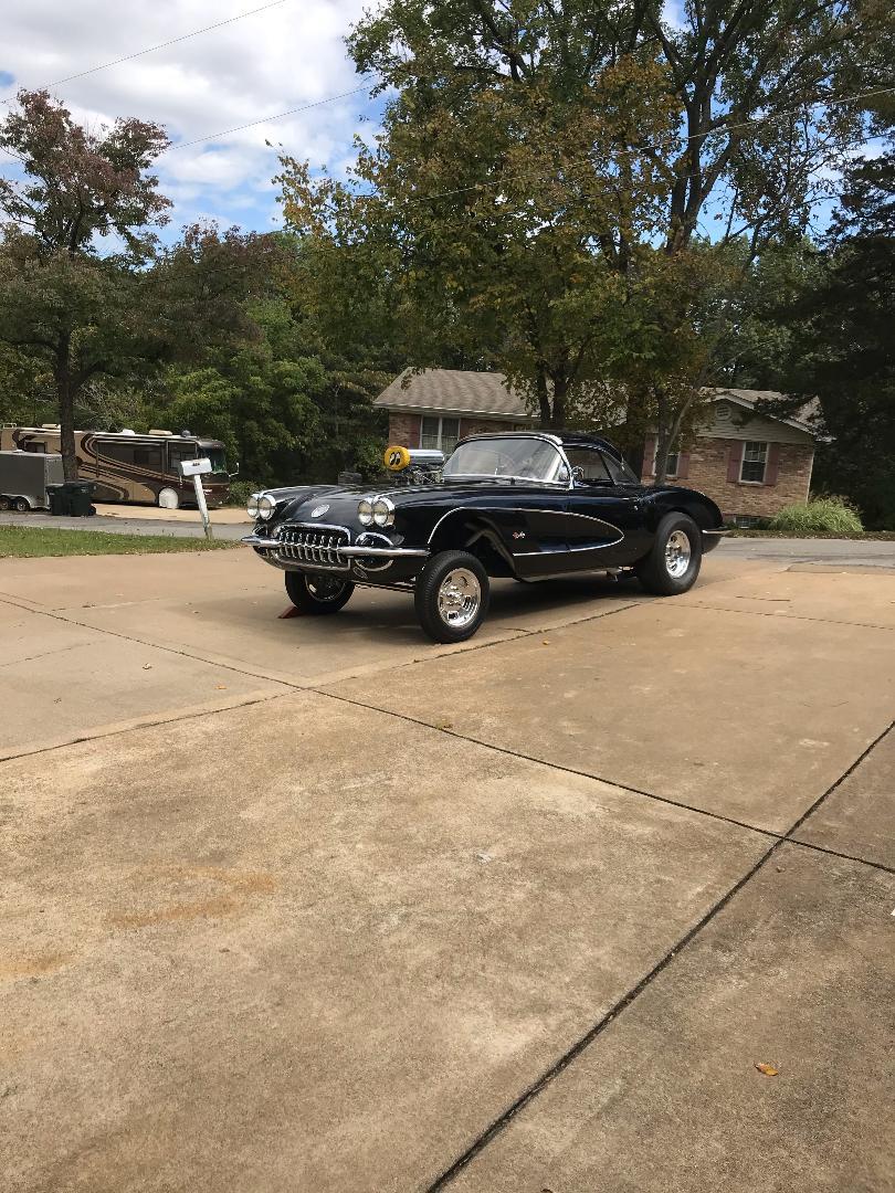 1960 Corvette.jpg