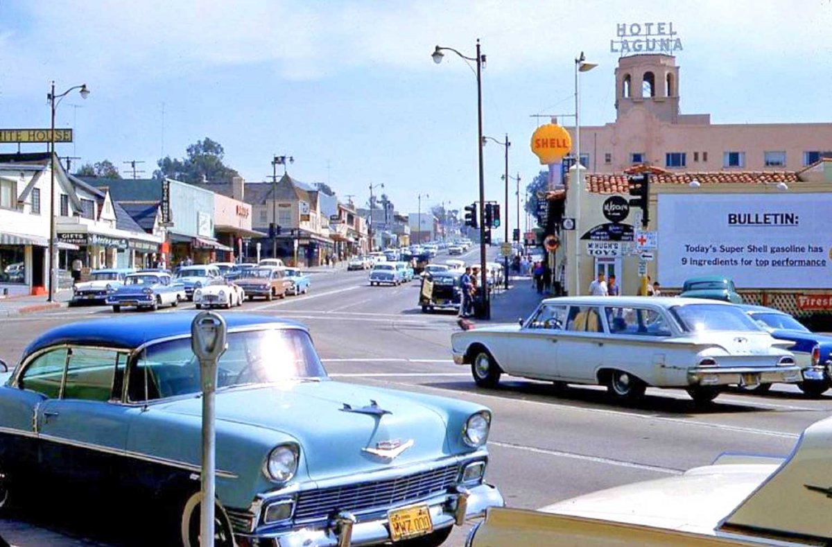 1960 Laguna Beach CA Street Scene.jpg