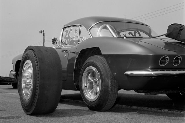 1961-chevrolet-corvette-drag-slick-street-tire-comparison.jpg