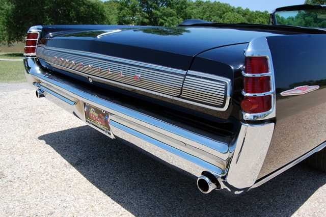 1963-pontiac-bonneville-conv-rear.jpg