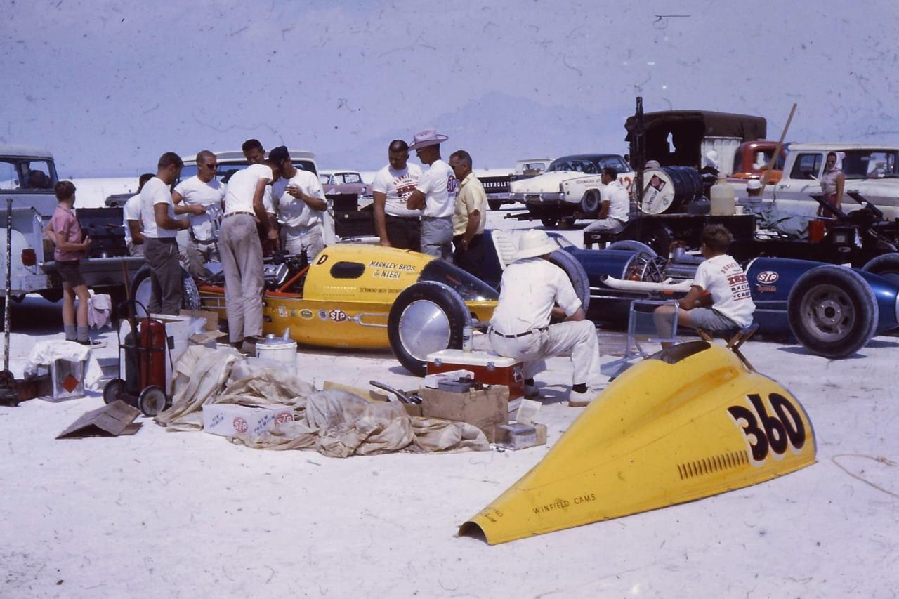 1964 - #360D in the pits (by Bob Knapp).jpg
