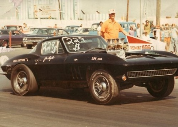 1966_Chevrolet_Corvette_Drag_Race_NHRA_Record_Holder.jpg