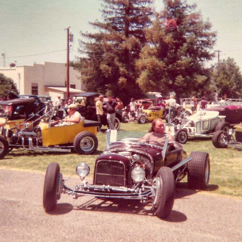 (1975) Dick Falk's (Dick Williams' 1953 AMBR) '27 T Roadster - front.jpg