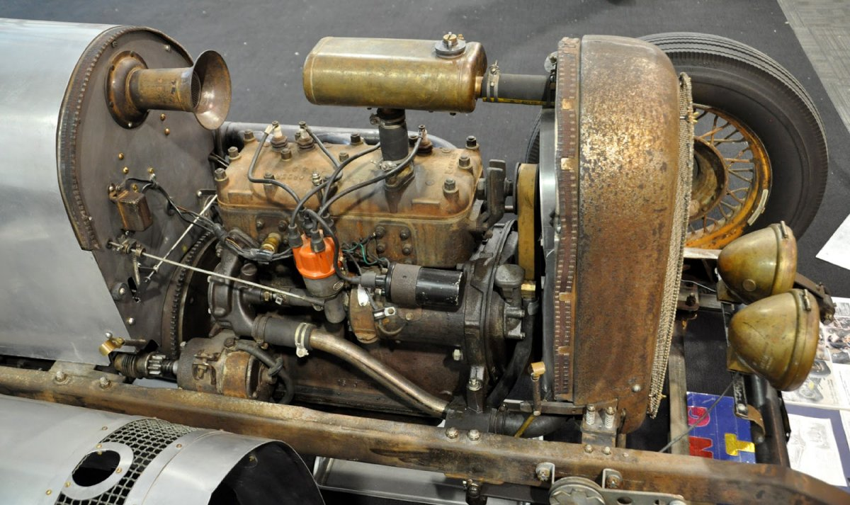 1engine 1925 star roadster c.JPG