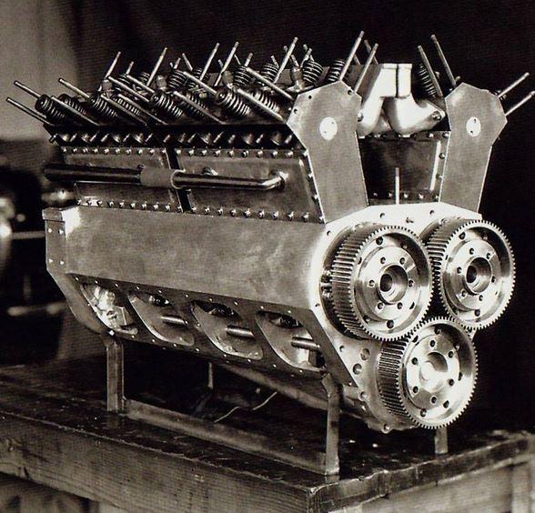 1engine12 Engine of Frank Lockhart's Stutz Black Hawk that atte.JPG