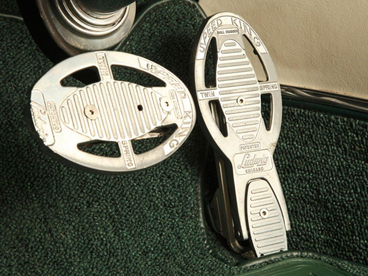 1gas pedals1.jpg