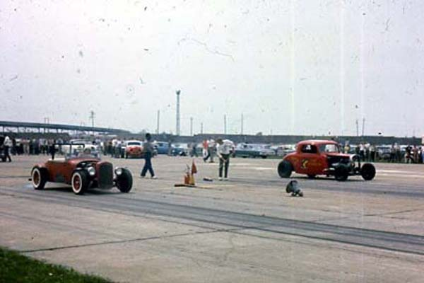 2 COUPLES AT TOLEDO Glass City dragway 62.JPG