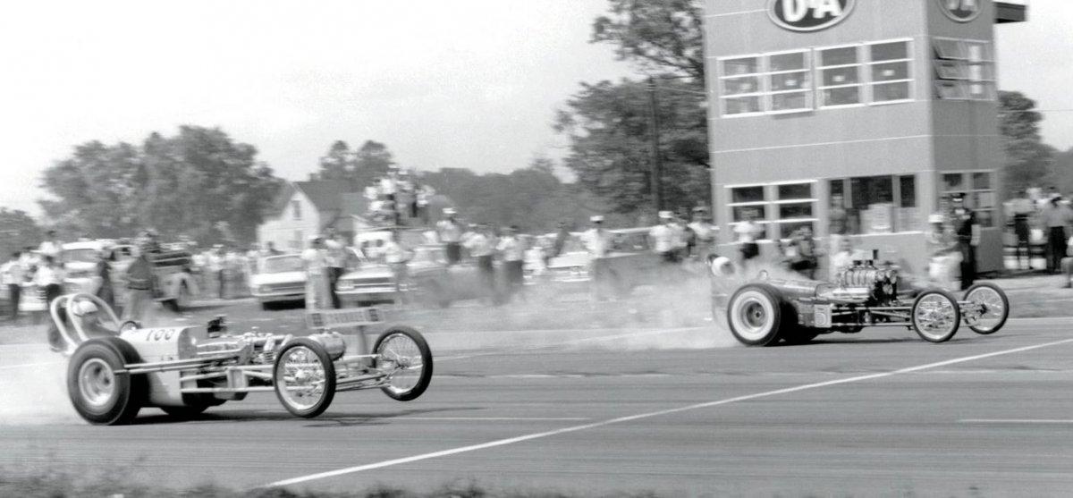 2 sneaky-pete-robinson-racing-at-1961-nationals-against-dean-moons-mooneyes.jpg