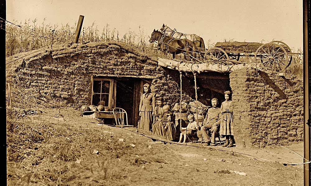 20 1892-a-family-posed-for-trav.jpg
