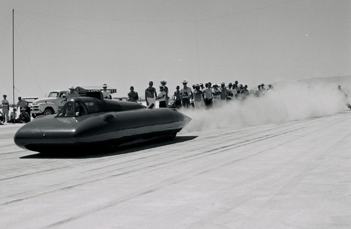 21-struggles-1962-action-bonneville-streamliner-launch-three-quarter-front.jpg