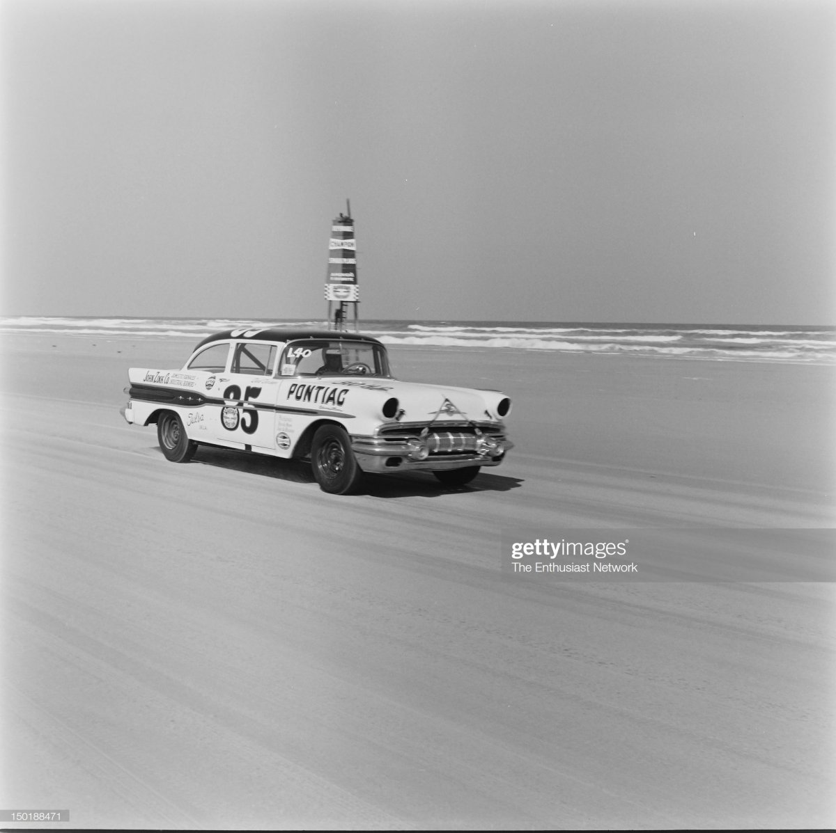 23 Darel Dieringer's 1957 Pontiac.jpg