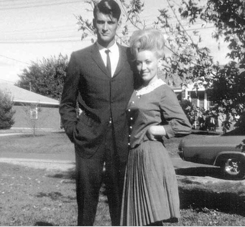 23 Dolly Parton with her husband Carl Dean, they've been to.jpg