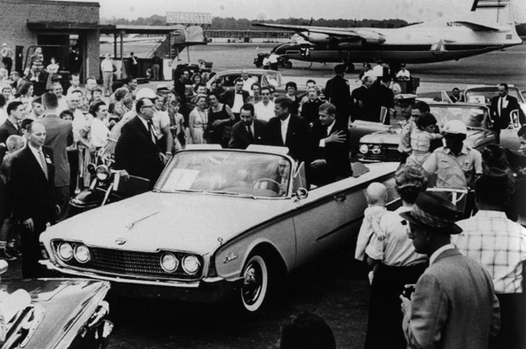23 President Kennedy`s Ford Thunderbird convertible.jpg