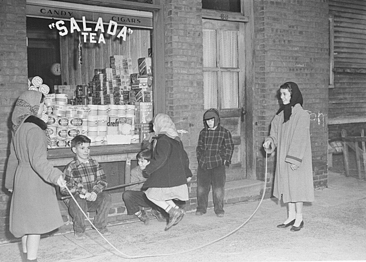 3 9 holyoke 1954.jpg