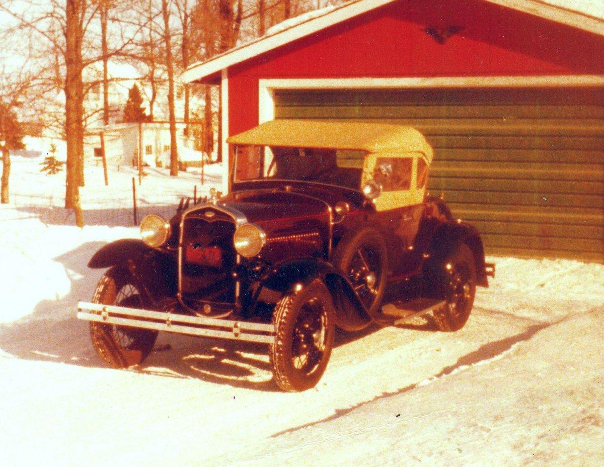 31 Ford Deluxe2.jpg