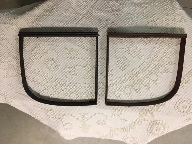 32 Fordor rear quarter window garnish moldings.jpg