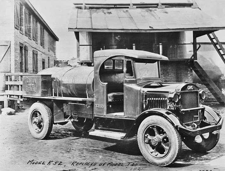 36 GMC-Stand-Oil-Crown-1925-Gasoline-Tanker acetylene gas fueled headlamps.jpg