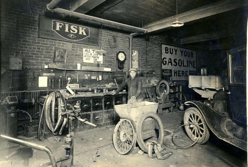 39 Chas (Charles) Metzger's Garage, Wapakoneta, Ohio April 27, 1927.JPG