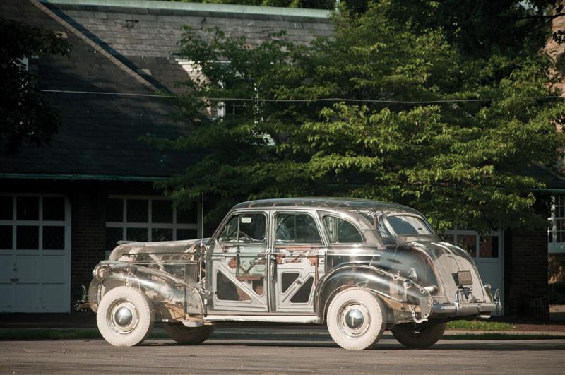 39-Pontiac-Plexiglas-Deluxe-Sedan-RM_SJ-010-800.jpg