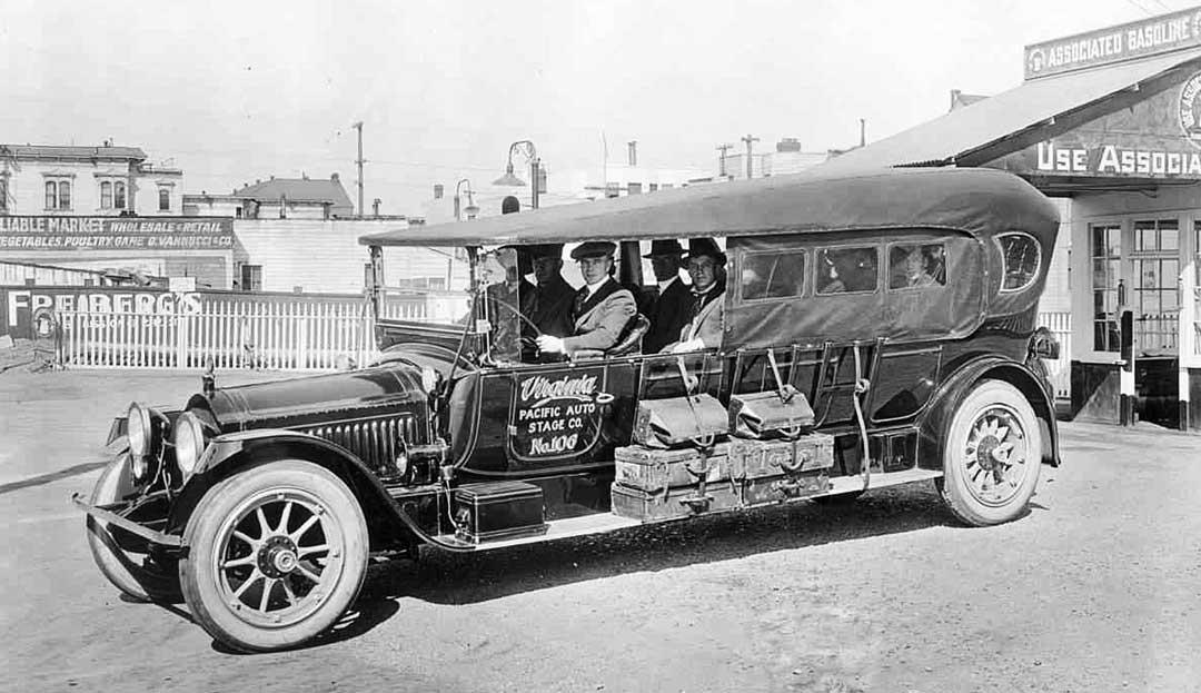 4 1915-1918-Packard-15-Passenger-Auto-Stage.jpg