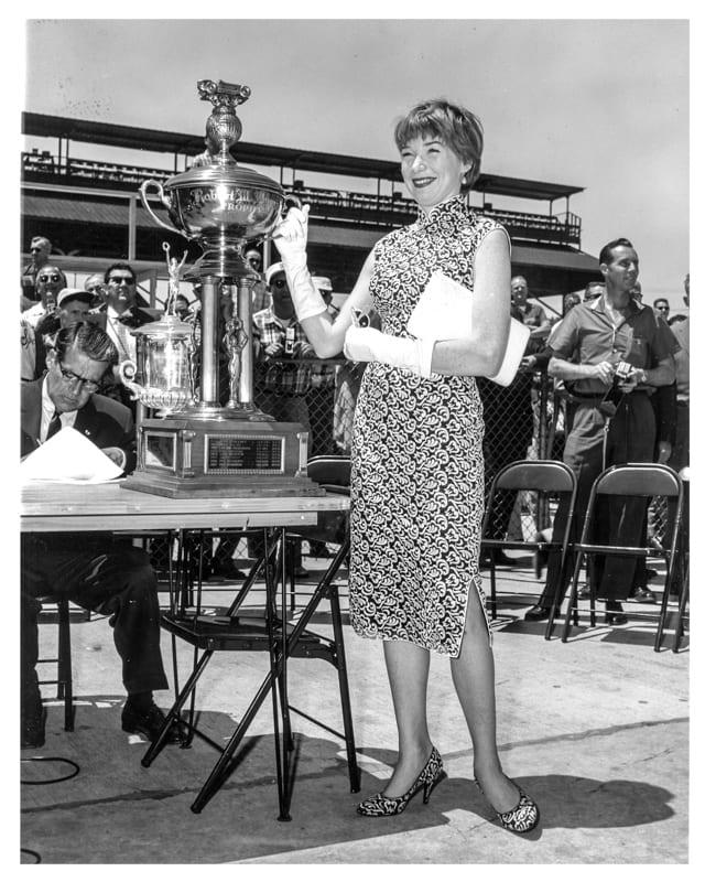 4 1958 indy10 Shirley MacLaine..jpg