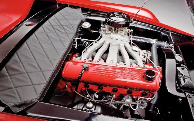 4 - 1960 Plymouth-XNR Concept (engine).jpg