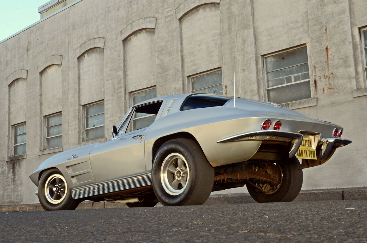 4-1963-corvette-rear-view.jpg