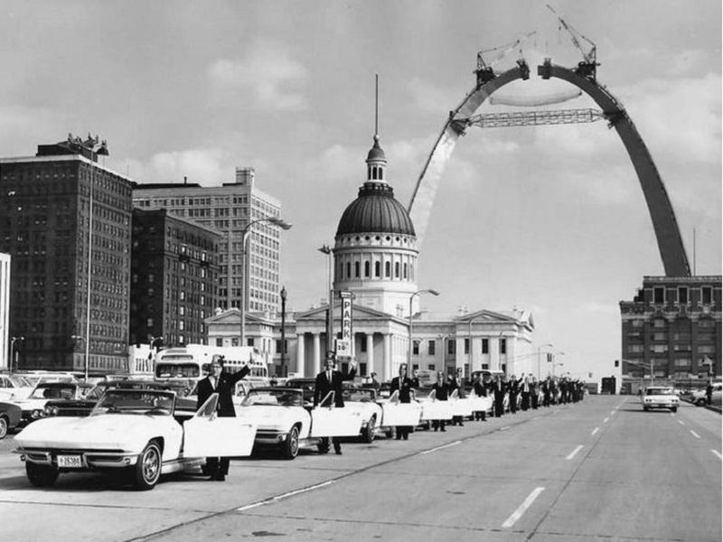 4-Gateway-Arch-1965.jpg