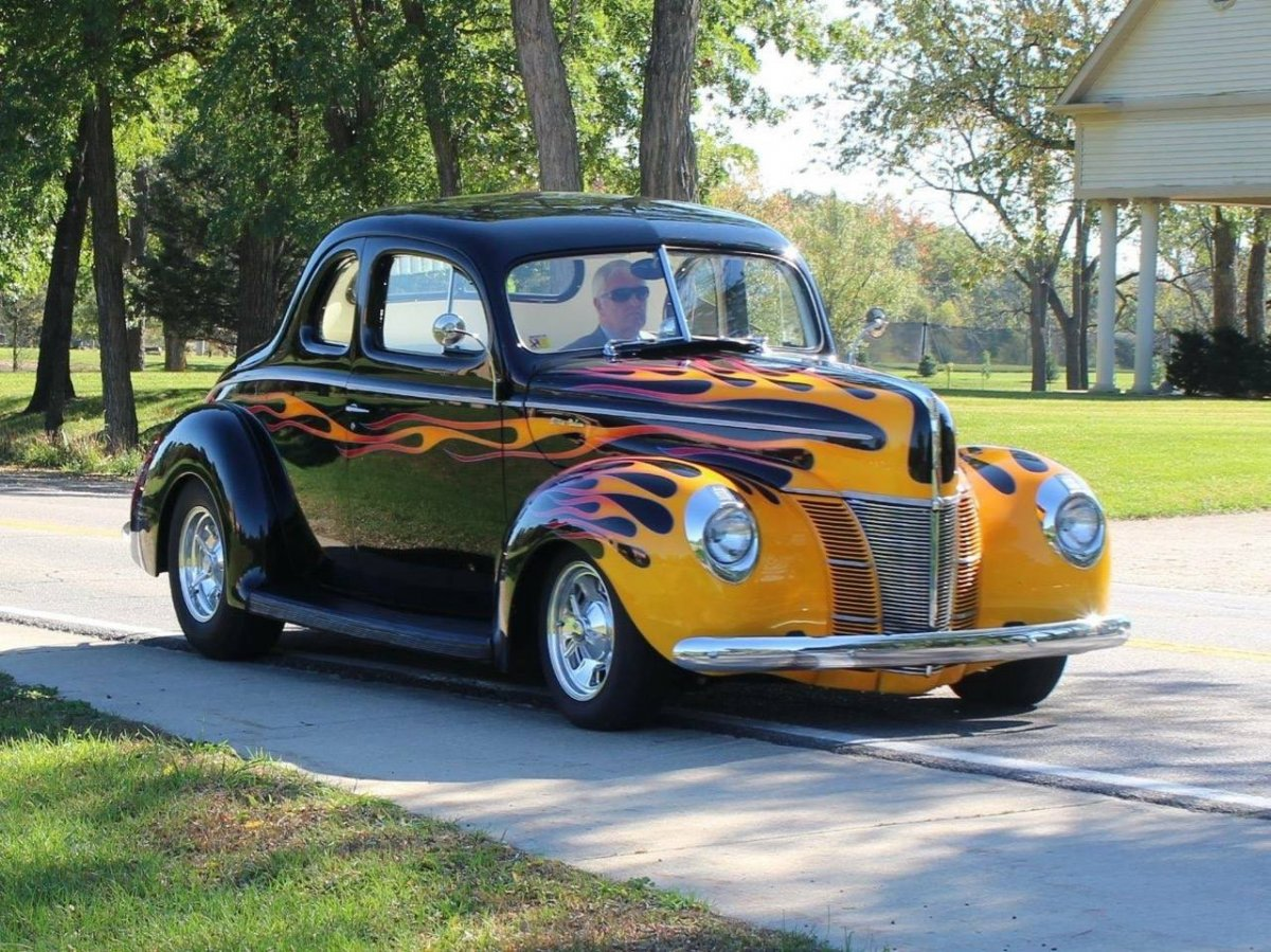 40 Ford Coupe Flames and White 91801.jpg