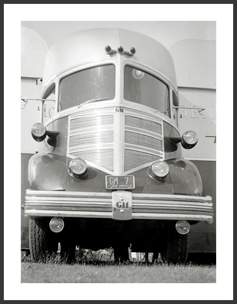 40 GM 36 Silvertop Streamliner.jpg