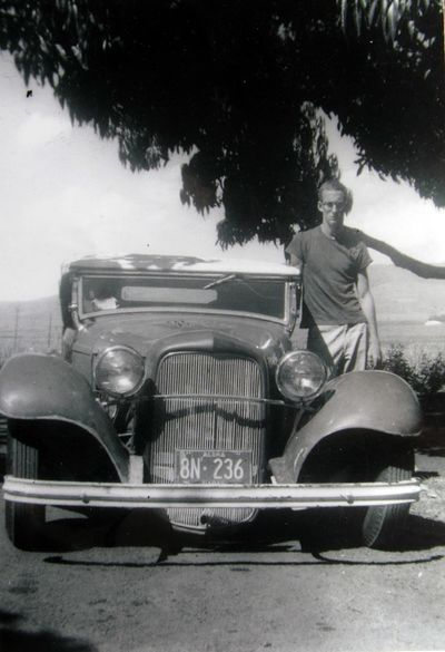 400px-Longies-1932-ford-roadster4.jpg