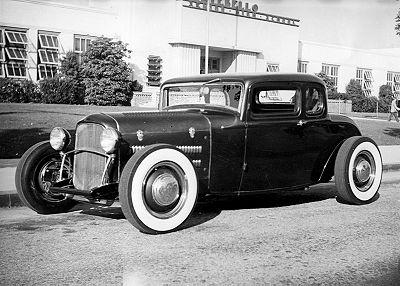 400px-Lynn-yakel-1932-ford-5-window-coupe.jpg