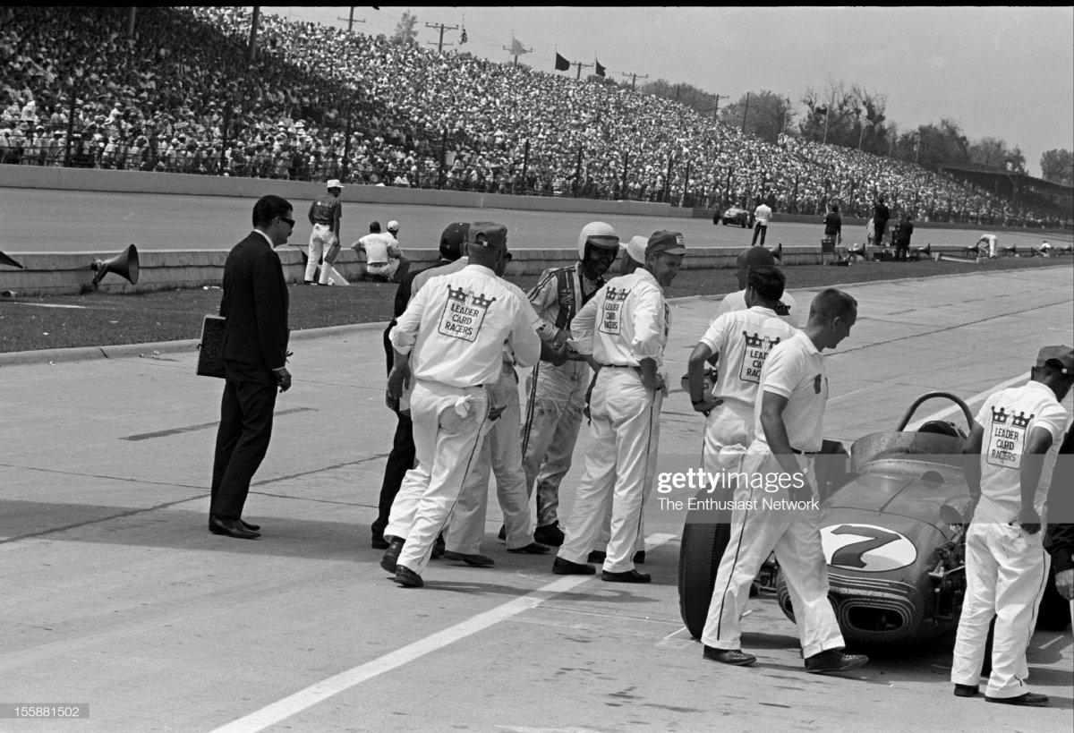 46 1962 Indianapolis 500. Len Sutton talks t.jpg