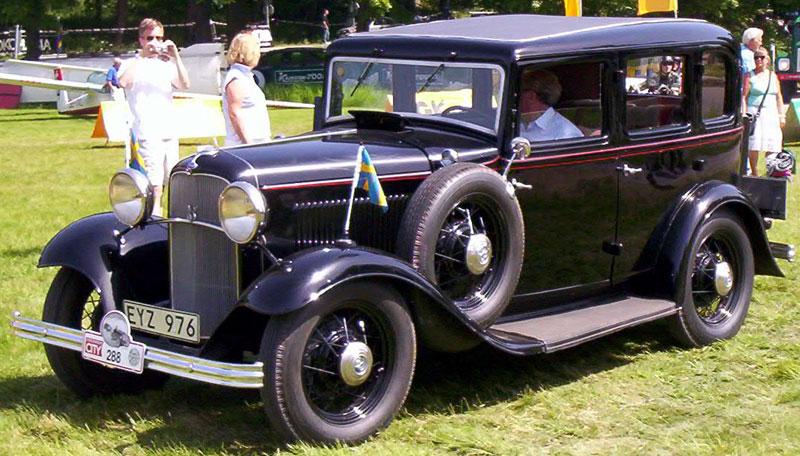 49-1932_Ford_Model_18_160_De_Luxe_Fordor_Sedan_EYZ976[1].jpg