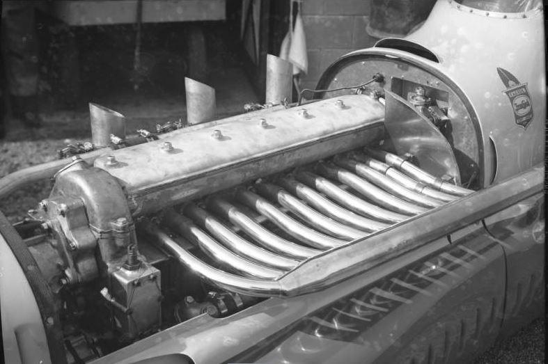 49 fageol engine.jpg