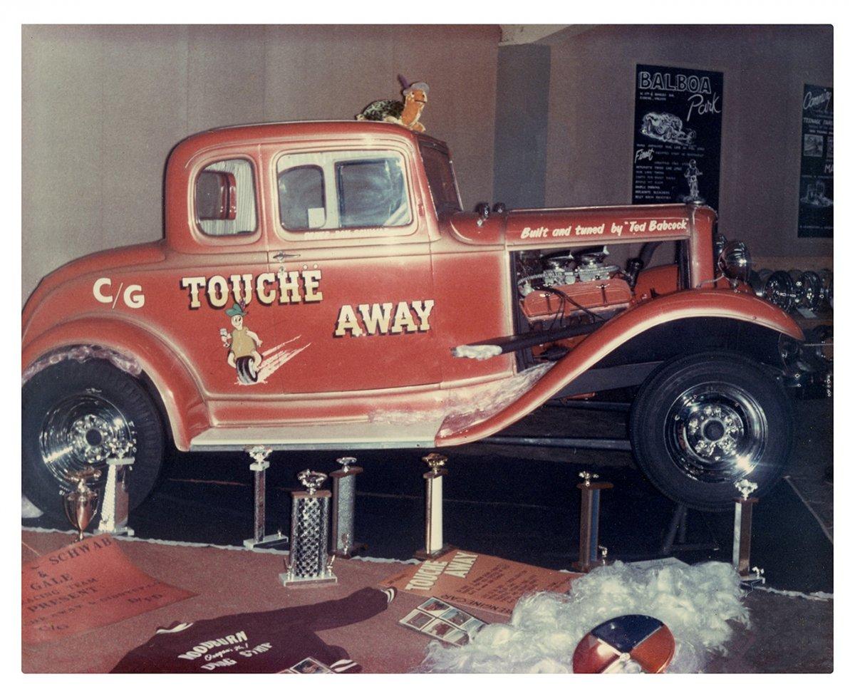 4j -meeks-1932-ford-coupe-vintage-schwab-at-show-side.jpg