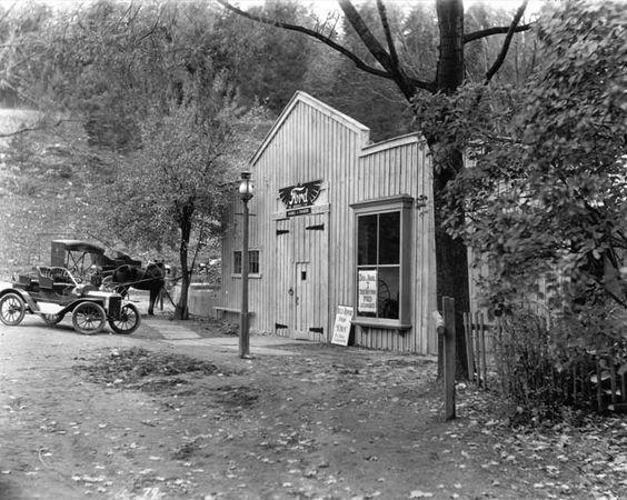 51 1905 ford dealer.jpg