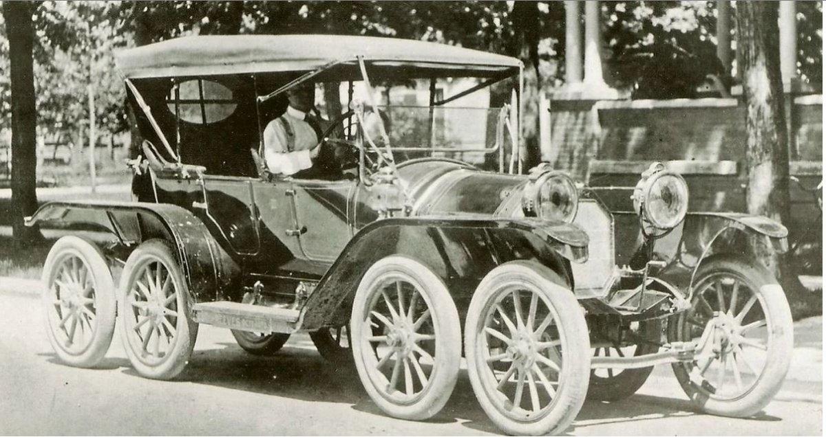 55 1910 Reeves Octoauto1.JPG