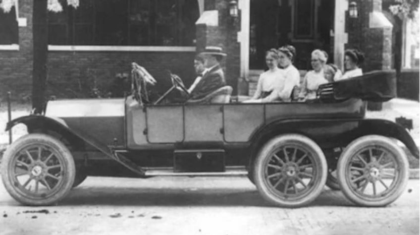 55 1910 Reeves Octoauto5.JPG