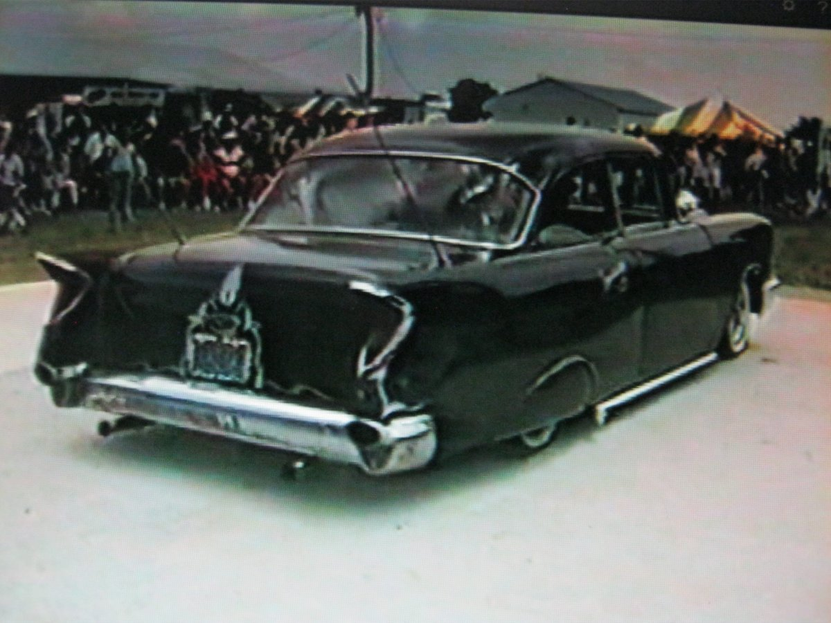 57 Chevy Lost in the 50s e SRFLRS 88.JPG
