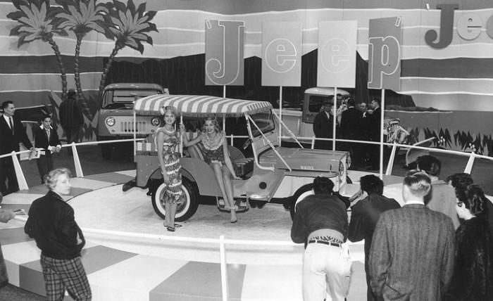 79 1960_Chicago_Auto_Show_jeep_2-700x428.jpg