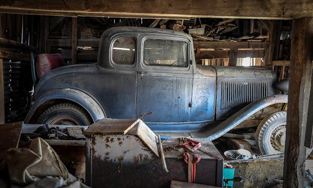 (8) Barn Find Deuce 5wd ... stored since '54 or '55.jpg