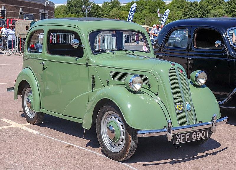 800px-1953_Ford_Anglia_E494A_930cc.jpg