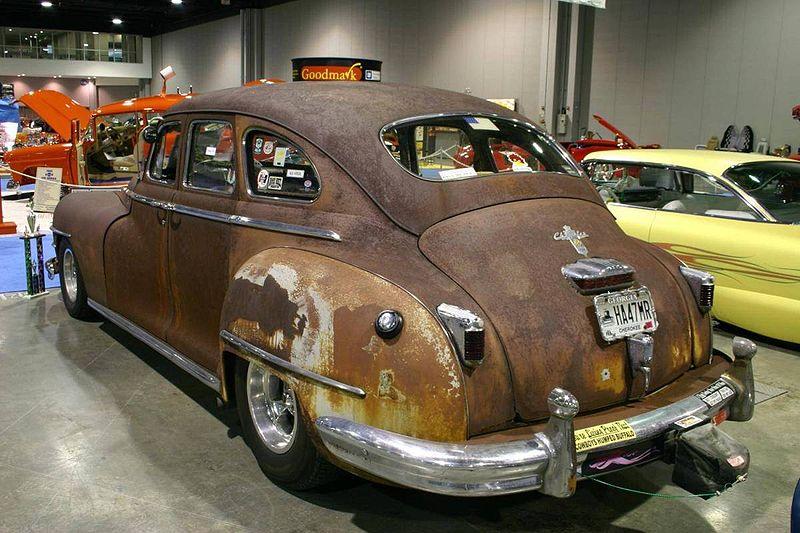 800px-Chrysler-1946-rat-rod-0943.jpg