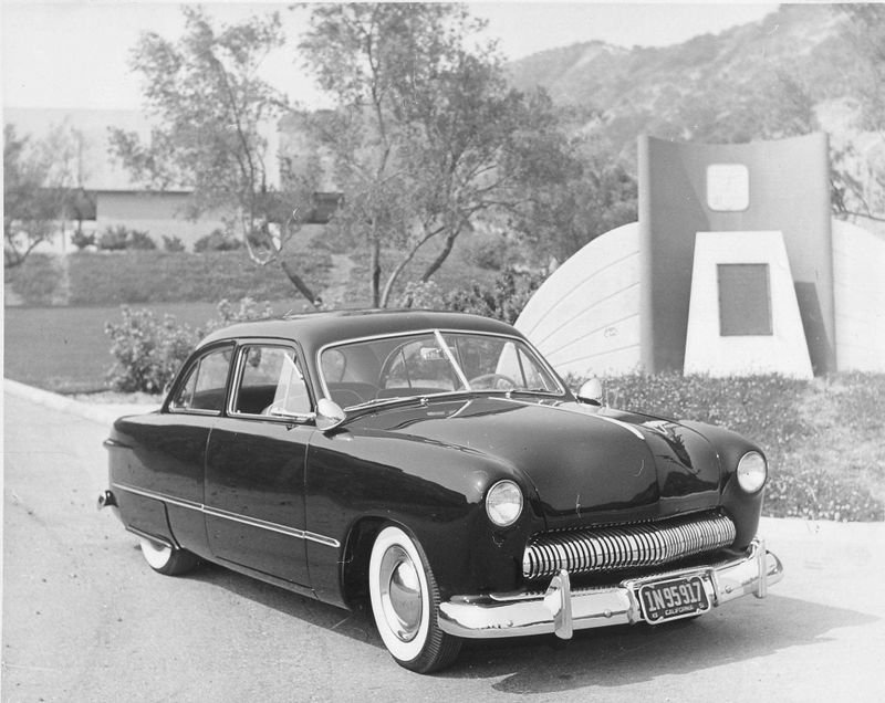 800px-Dave-peters-1949-ford.jpeg