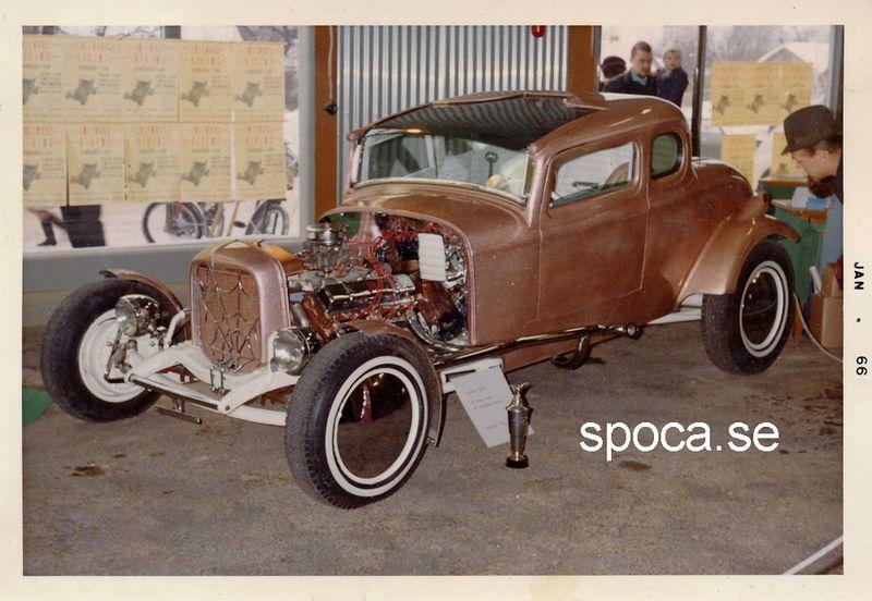 800px-Glowing-coupe-swedish-hot-rod2 (1).jpg