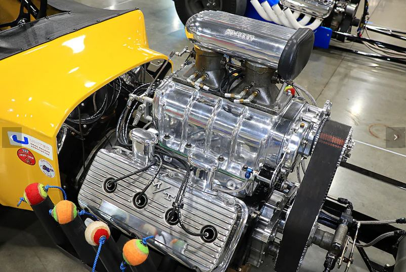 8a newhouse special hemi int.JPG