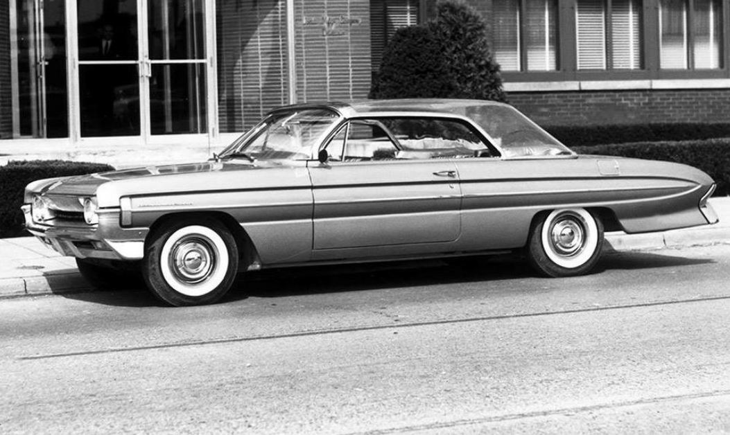 90 Clear plastic top… 1961 Olds 88 styling and engineering concept BUBBLE.JPG