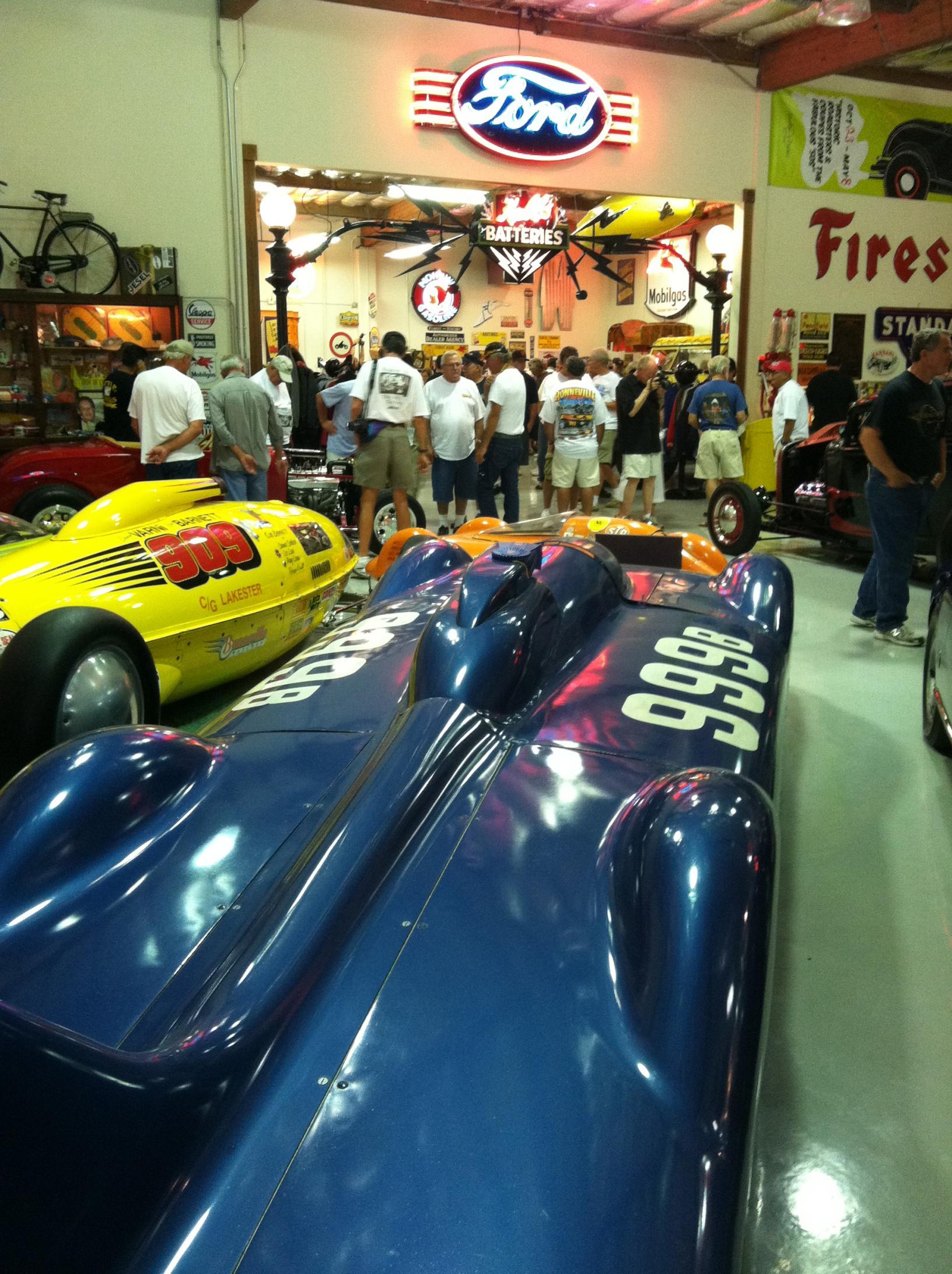 #999 'liner & #909 Lakester @ Speed Nymph Garage - Aug '11 (by HEMI32).jpg